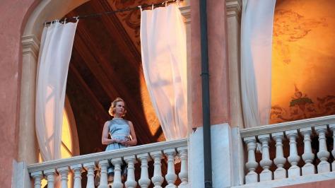 clairestbearestreviews_filmreview_graceofmonaco_balcony