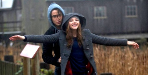 Jamie Blackley & Chloë Grace Moretz doing that teen thang ya do