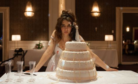 clairestbearestreviews_filmreview_wildtales_bridecake