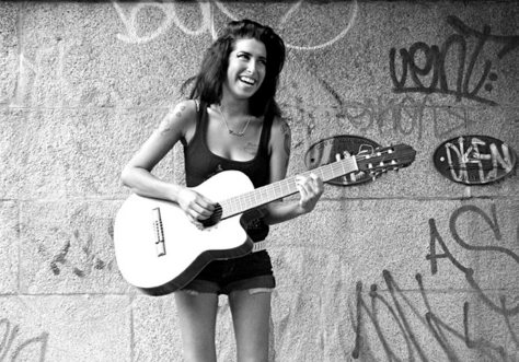 clairestbearestreviews_filmreview_amy_amywinehouse_graffiti